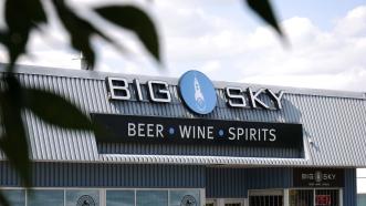 ...oder der Big Sky-Alkoholladen. Ob sie hier auch romulanisches Ale verkaufen?