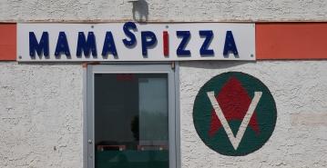 Ob Star Trek-Emblem auf Mama's Pizza-Restaurant...